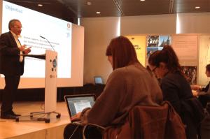 El diputat d'Hisenda, Recursos Interns i Noves Tecnologies de la Diputació de Barcelona, Carles Rossinyol, presentant la nova aplicación (Fotografia de la Diputació de Barcelona)