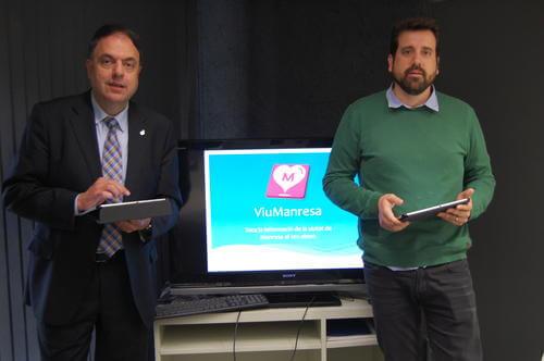 L'alcalde, Valentí Junyent, i el regidor Jordi Serracanta, presentant la nova