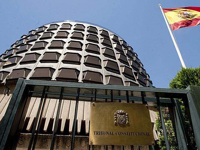 Quan el Tribunal Constitucional admet a tràmit el recurs del Govern espanyol queda suspesa la llei catalana