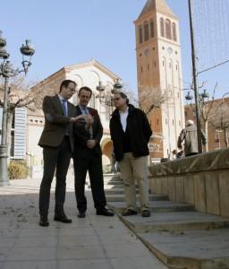 L'alcalde i el representant de Telefónica comprovant l'App (Fotografia de l'Ajuntament de Mollerussa)