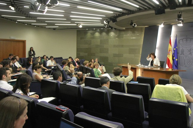 Imatge de la roda de premsa posterior al Consell de Ministres del 9 de setembre a càrrec de la vicepresidenta, en funcions, del Govern espanyol, Soraya Saéz (Fotobrafia de lamoncloa.gob.es)