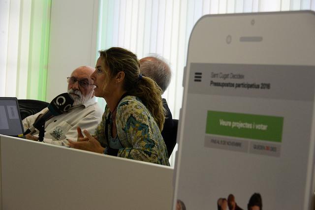 Presentació de l'App de Sant Cugat del Vallès per a facilitar la votació als pressupostos participatius (Imatge del Flickr de l'Ajuntament)